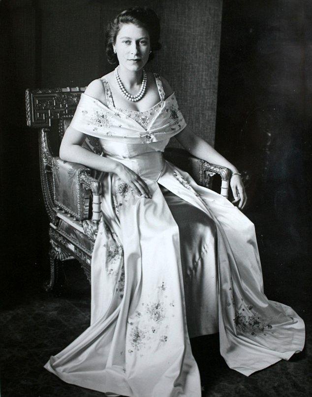 The royal chronicles ritrovate foto inedite della regina for La regina anne house